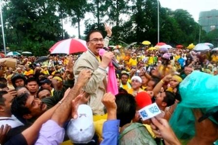 capt4444bdc4cf4b42cab89607e4c9cccaf7malaysia_election_rally_kl803.jpg